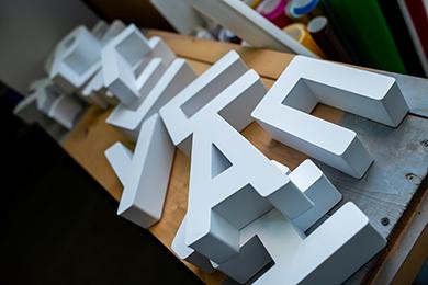 Светящиеся буквы для вывесок на заказ