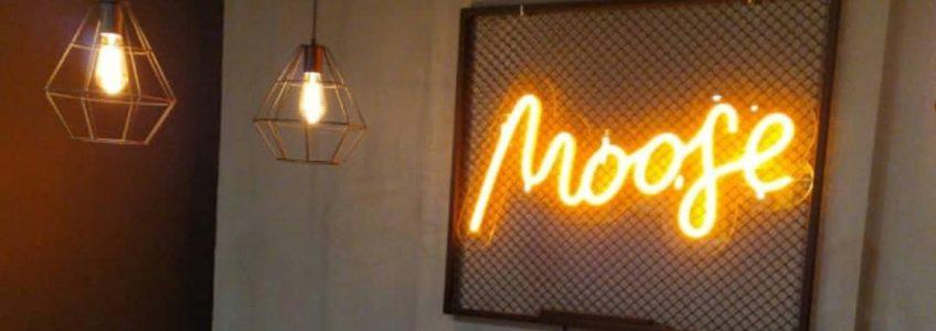 «MOOGE» — неон для кафе