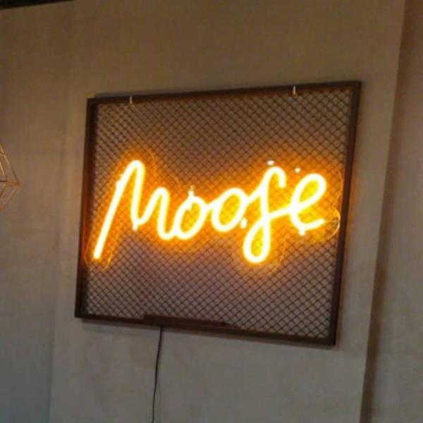 Вывеска неон для кафе «MOOGE»