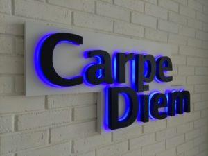 Буквы с подсветкой - Carpe Diem