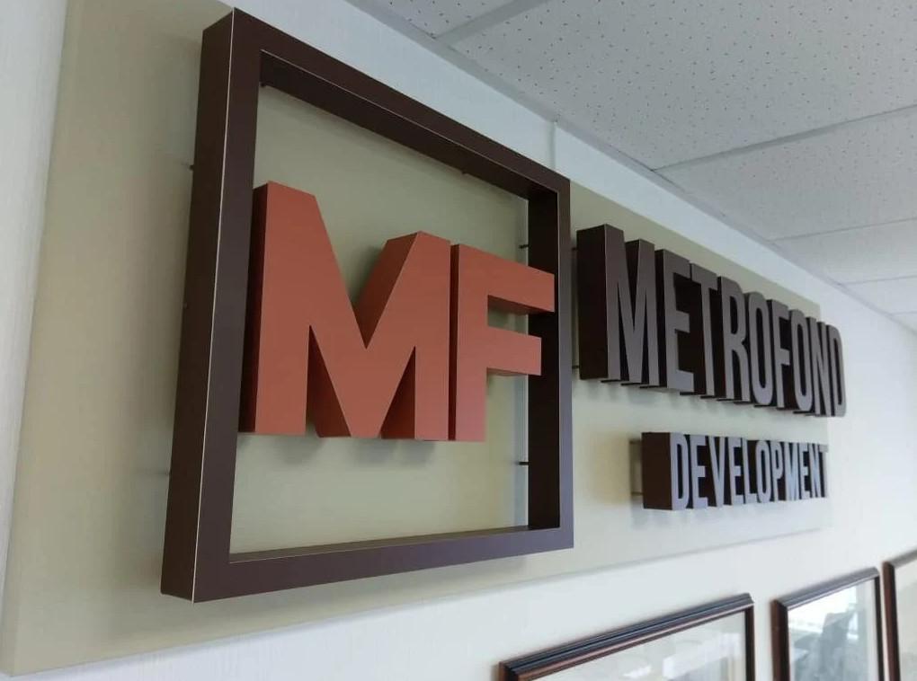Рекламная вывеска MetroFond