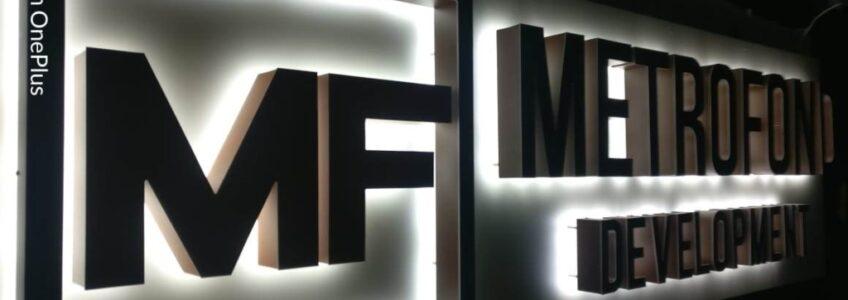 Вывеска с контражурной подсветкой букв — Metrofond Development